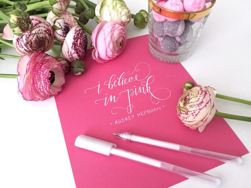 Zitat-Audrey-Hepburn-I-believe-in-pink