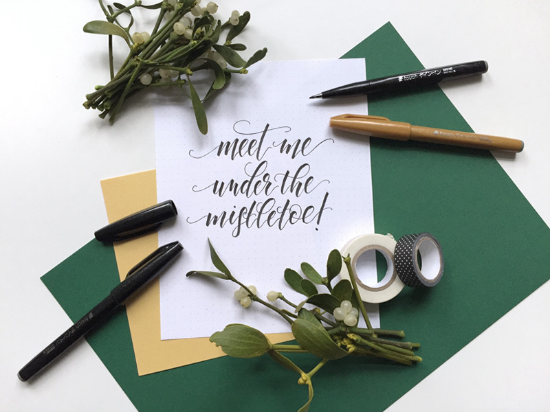 Lettering zu Weihnachten: Meet me under the mistletoe!