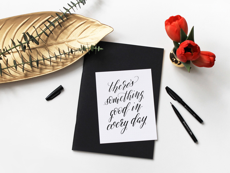Kalligraphie mit Motivationsspruch: There's something good in every day