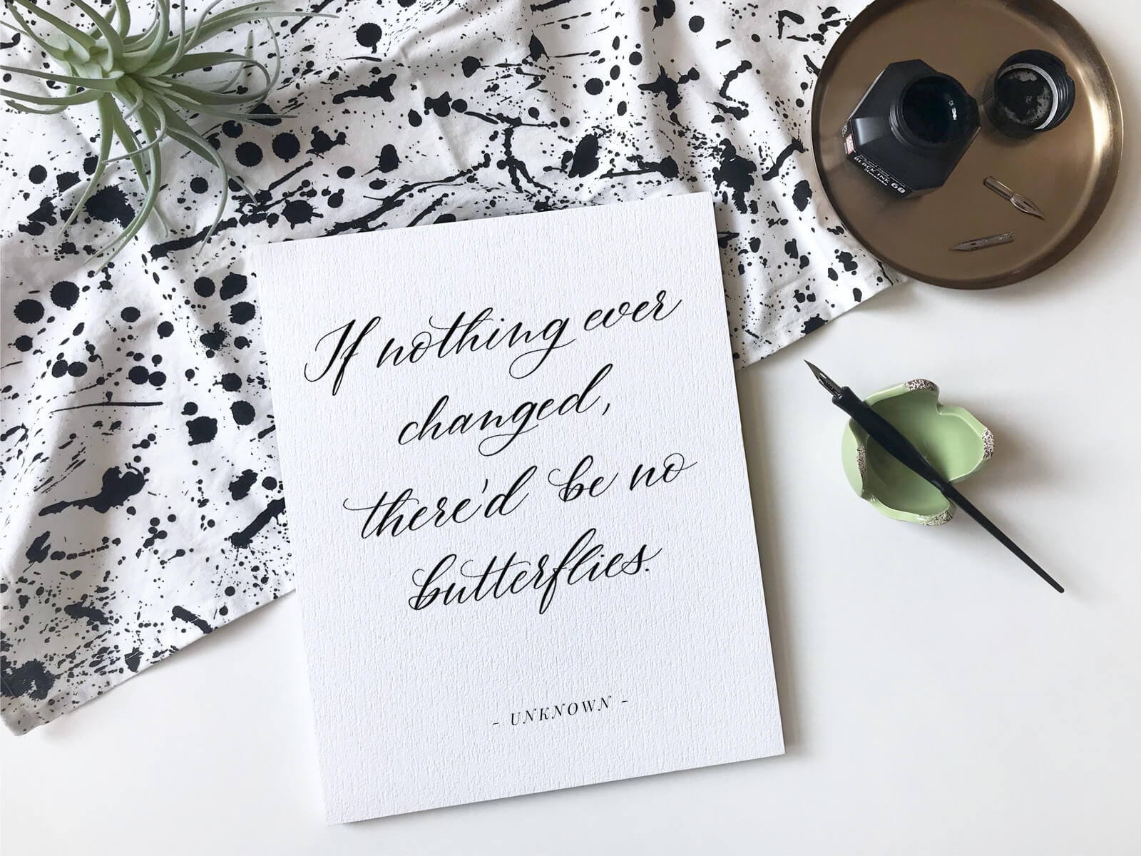 "Kalligraphie ""If nothing ever changed there'd be no butterflies"" als Spruch mit Schmetterling"